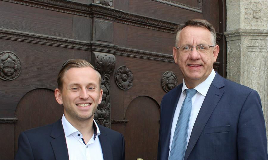 Marcel Böttcher, Digitalisierungsbeauftragter der Stadt Bergisch Gladbach mit Michael Möller, Fachbereichsleiter Personal