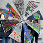Krea feiert 30 Jahre Kinderrechte mit einem Windrat