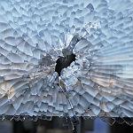 Gegenstand auf Bus geworfen? Polizei sucht Zeugen