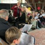 Refrather Kinder spielen die Weihnachtsgeschichte