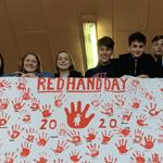 Rote Hände erinnern an Schicksal von Kindersoldaten