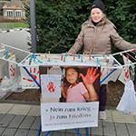 Rote Hände protestieren gegen Kinderrekrutierung