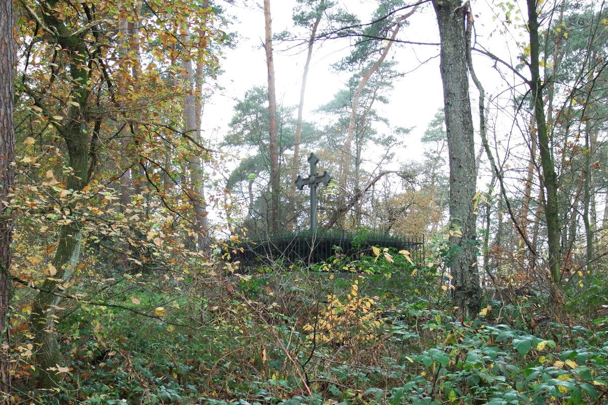 Das-Wegekreuz-am-Franz-sischen-Friedhof